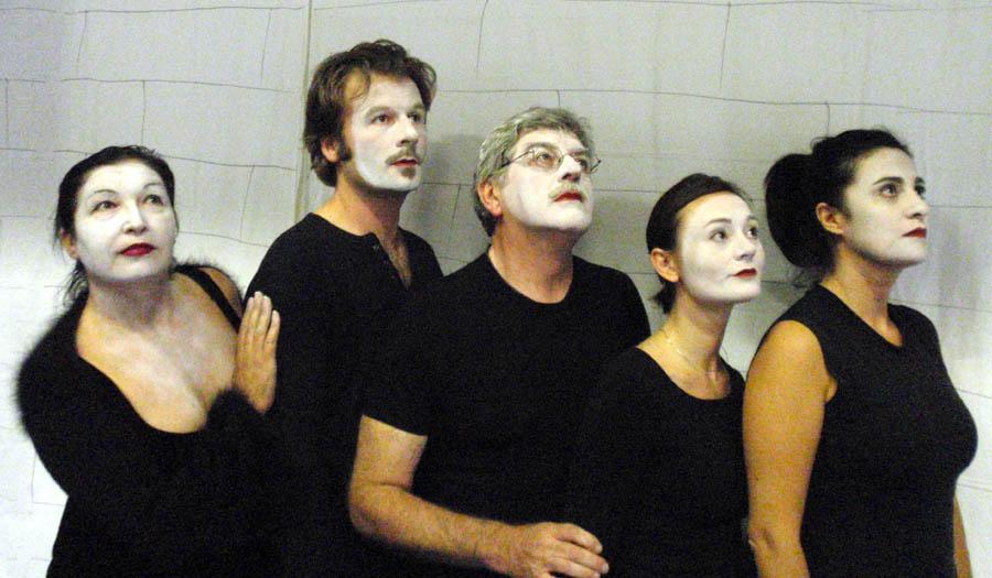 Foto di gruppo dei ragazzi partecipanti al corso di teatro organizzato da Teatro Impiria a Verona
